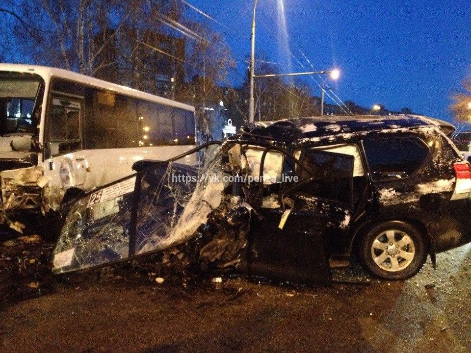 ВПензе шофёр джипа умер, врезавшись вавтобус