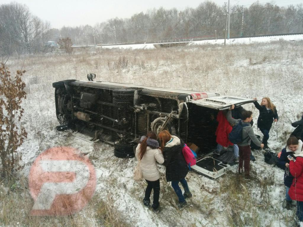 Автобус сошкольниками перевернулся вПензенской области
