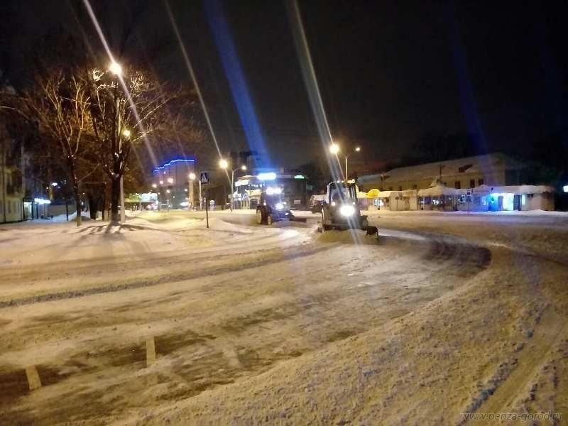Ночью сПривокзальной площади вПензе эвакуировали шесть машин