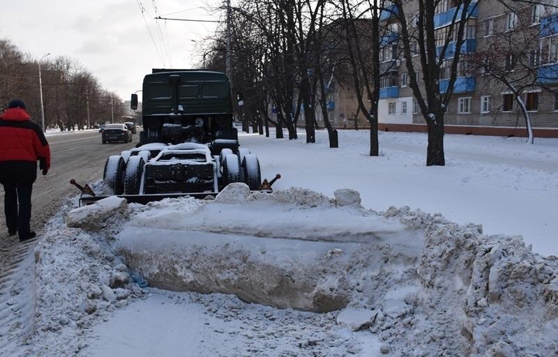 ВПензе продолжается борьба спарковкой большегрузов на трассах