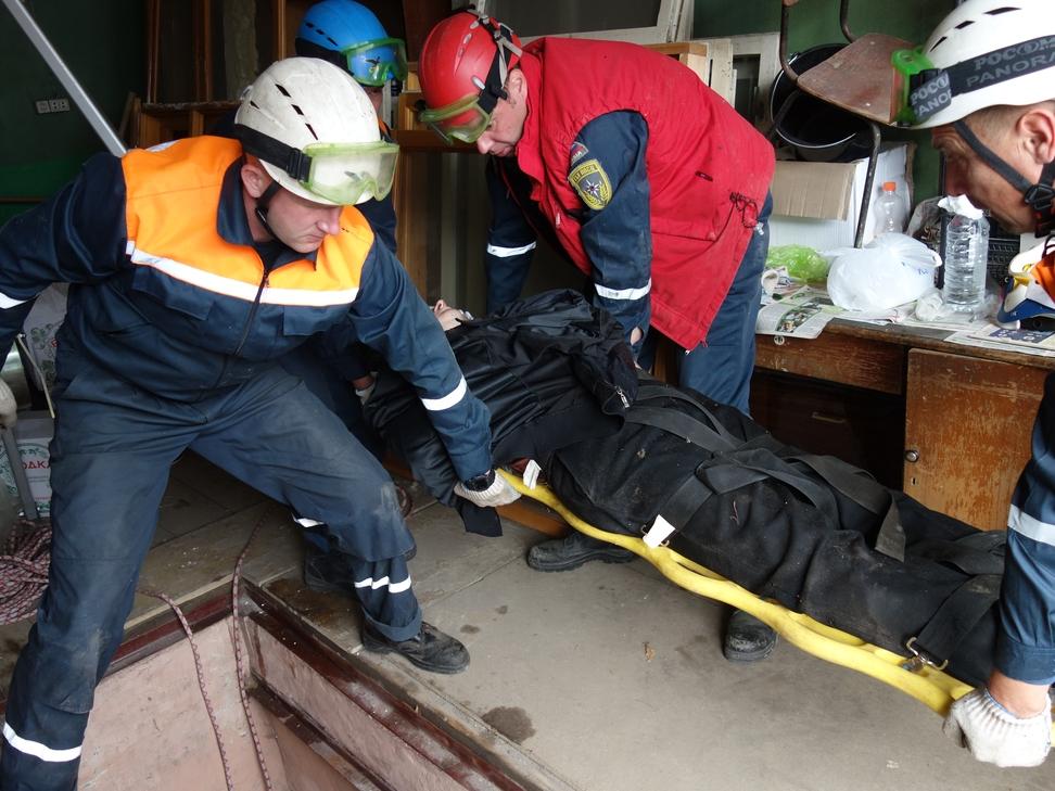 ВПензе наулице Лядова грузный мужчина упал втрехметровый погреб