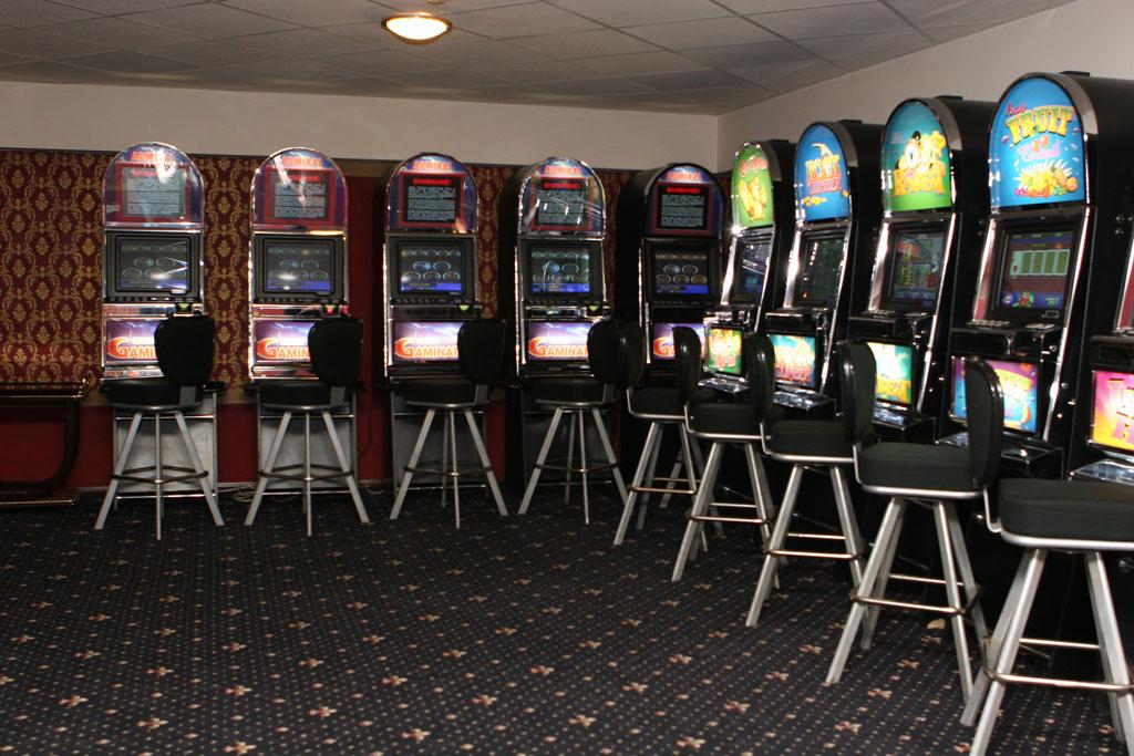 Игровые автоматы в пензе короли играют в карты